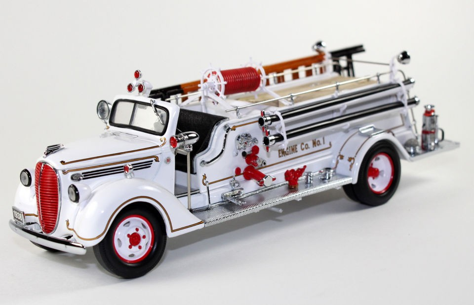 Franklin Mint 1938 Ford Fire Engine Diecast Truck 132 B11E252 SN# 2